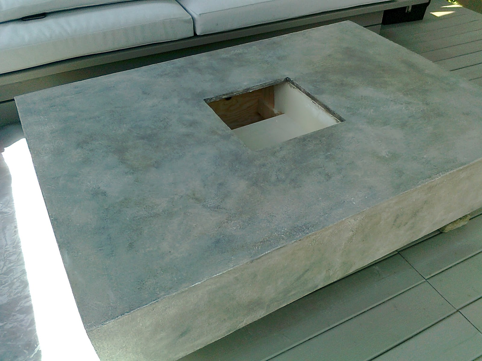 Table peinte en faux b ton - Table imitation beton ...
