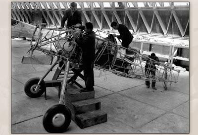 http://1.bp.blogspot.com/-t6TMJIDbthc/VVuPgWWXNxI/AAAAAAAA9Dg/mRn5ubo2R1o/s1600/Kayseri-Ucak-Fabrikasi_Curtiss-Hawk.jpg