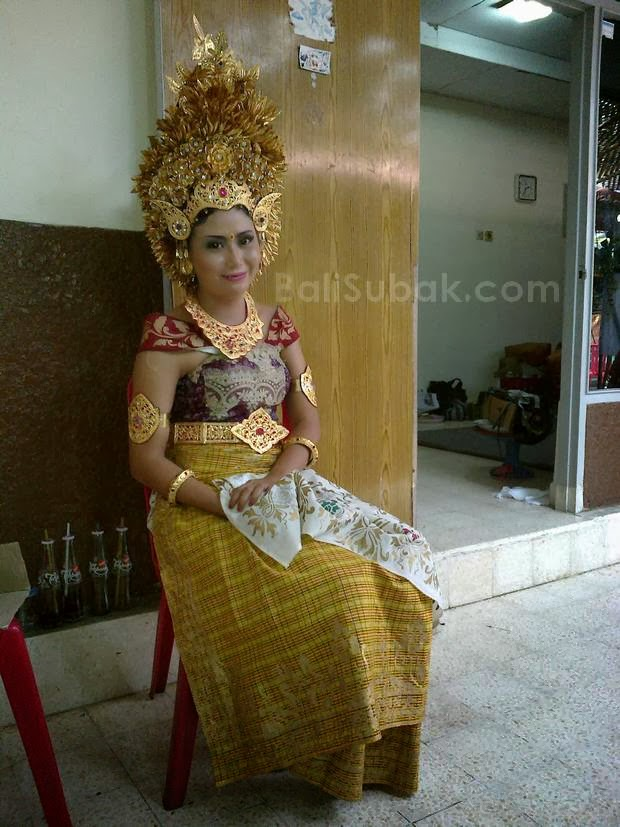 Balinese girl with traditional dress
