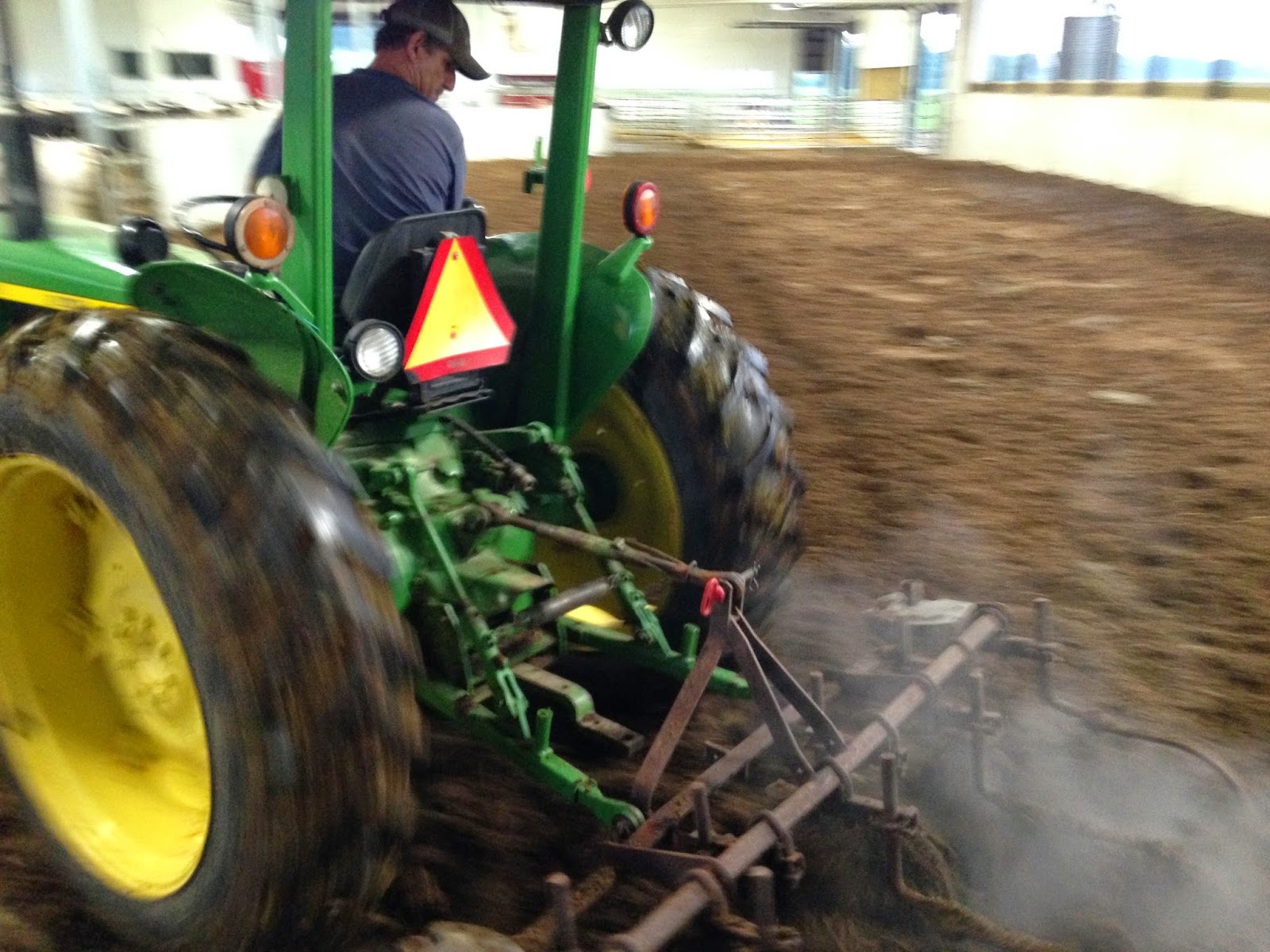 John Deere 2130 cultivating compost pack