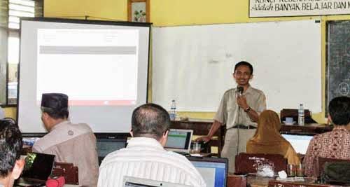 workshop-penyusunan-perangkat-penilaian-di-SMP-Negeri-3-Pringgabaya