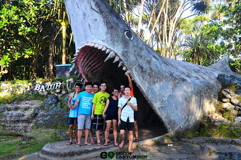 pintu masuk kepala hiu