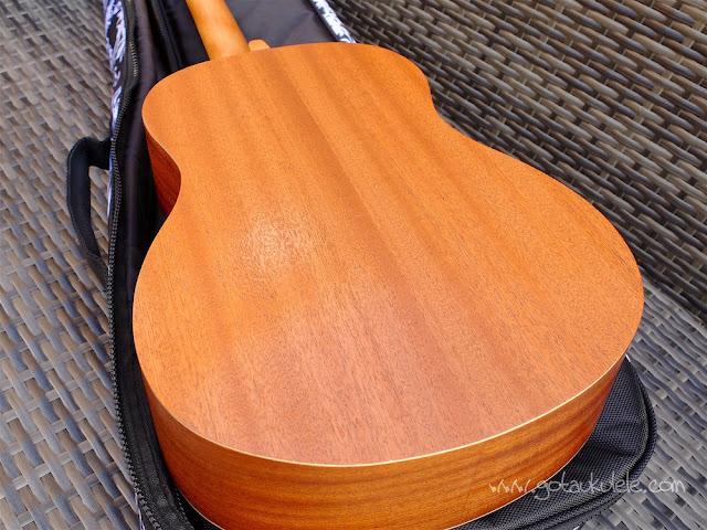 Mahalo U320B Baritone ukulele back