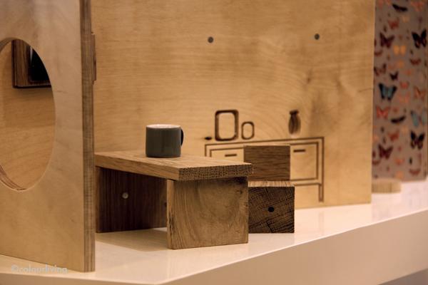 Деревянный кукольный домик и кофейный