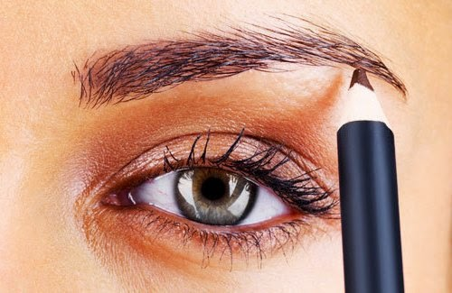 cara membentuk alis mata dengan pensil