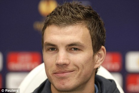 Edin Dzeko: Los 10 futbolistas más guapos y sexys