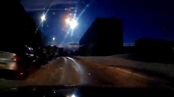 Sebuah Meteor Kembali Meledak di Langit Rusia