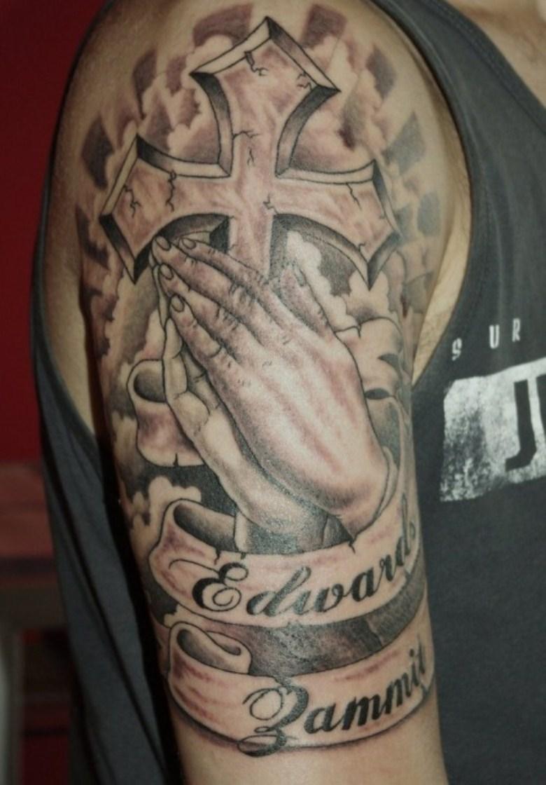 tatuagem mao orando com significado