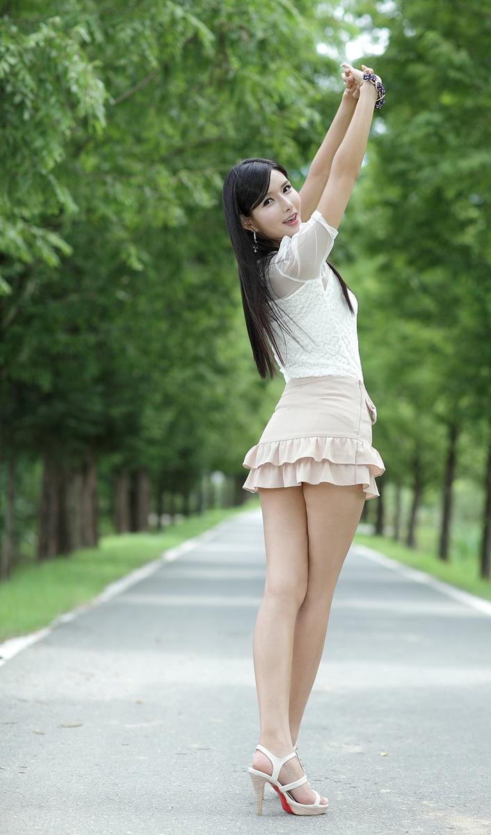 愿两情常相守 (yuàn liǎng qíng cháng xiāng shǒu) - Hope the two lovers can remain together 在一处永绸缪 (zài yī chù yǒng chóu móu) - Once more attached to each other