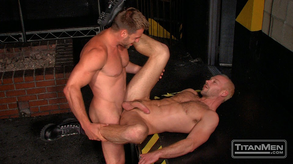 Hans Berlin fucks Mike Tanner 01