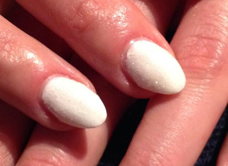 paznokcie biale