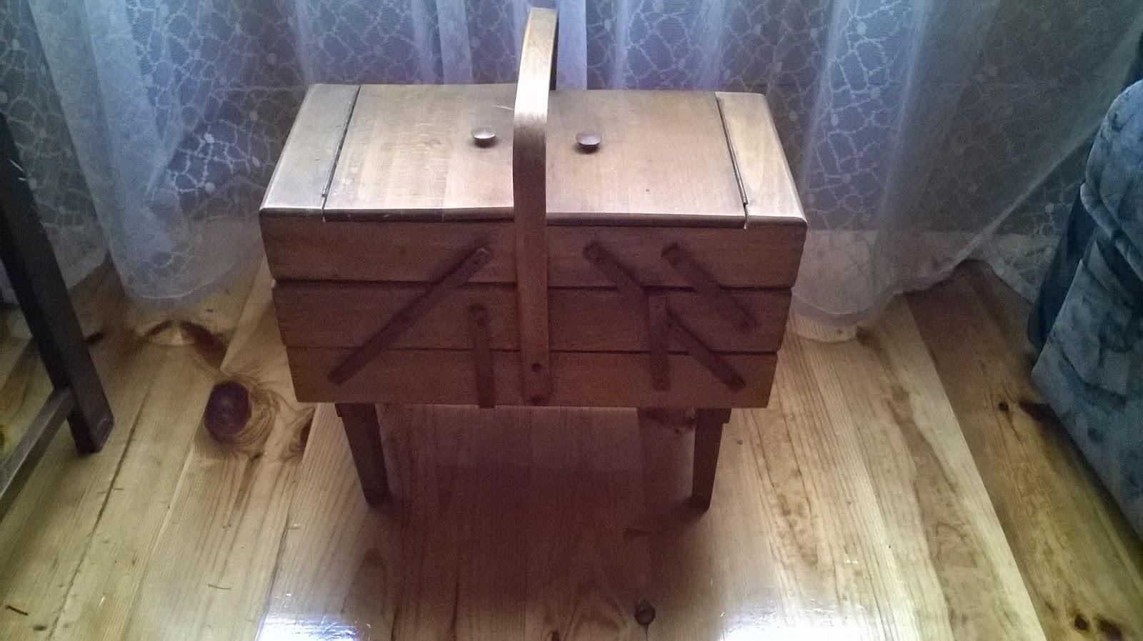 drewniane pudełko na nici