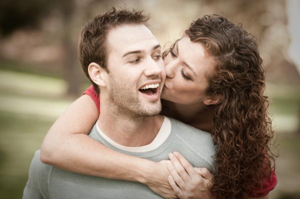 Signs a man is in love with you body language