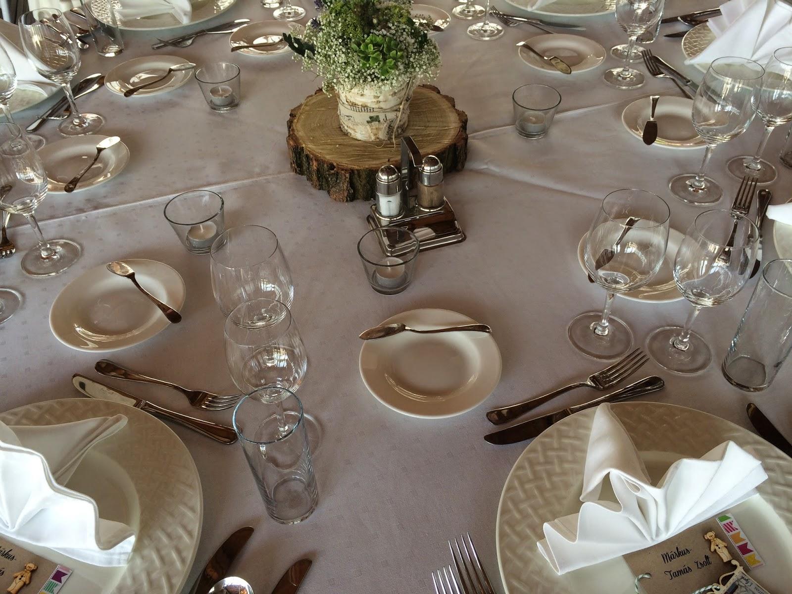 Esküvős asztal