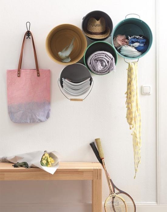 nicho com baldes velhos, storage, upcycling, reciclagem, metal bucket, bucket storage