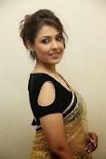 Madhu shalini sizzling pics-thumbnail-9