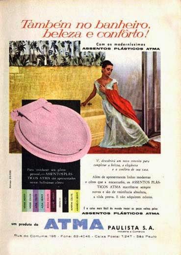 Requinte e elegância para vender assentos sanitários de plástico colorido nos anos 50. Propaganda da Atma Paulista.