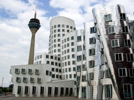 Arte semplice e poi l 39 architettura del novecento 900 39 tra for Architetti famosi moderni