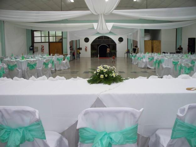 Decoraci n de salones para fiestas imagui for Decoracion salon de bodas
