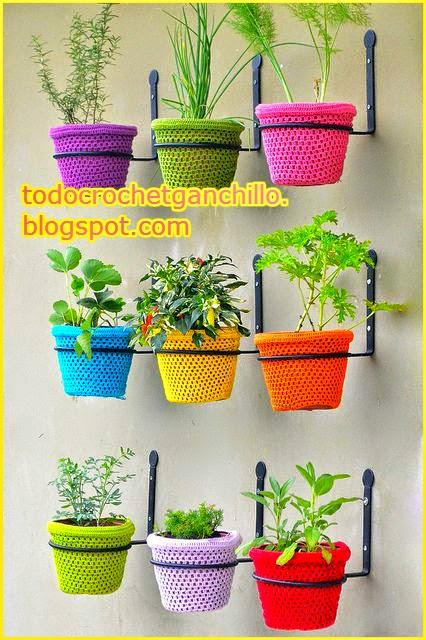 a idea para tu jardin macetas al crochet