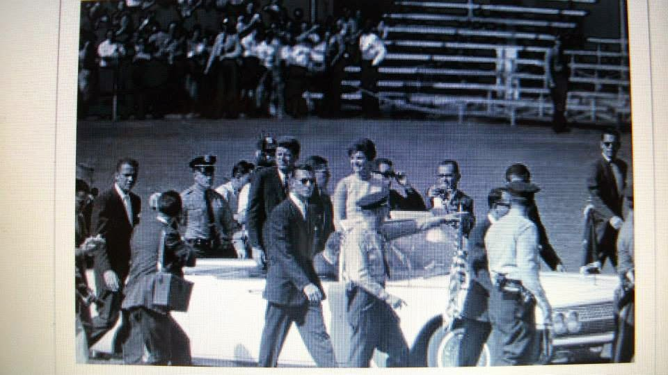 Agents Landis, Hill, Lilley, Pontius, and others surround JFK's limo (with Jackie)