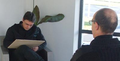 Guillaume Néel, spécialiste depuis 15 ans de l'animations caricatures sur Nantes, Cholet, Angers, Tours, Le Mans, la Rochelle, Royan, Rennes, Caen, Bayeux, Evreux, Alençon, Cherbourg, Avranches, Granville, Saint-Malo, La Roche sur Yon…