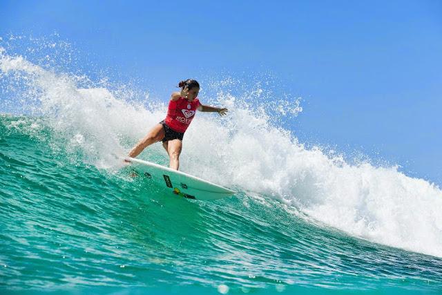 53 Roxy Pro Gold Coast 2015 Johanne Defay Foto WSL Kelly Cestari