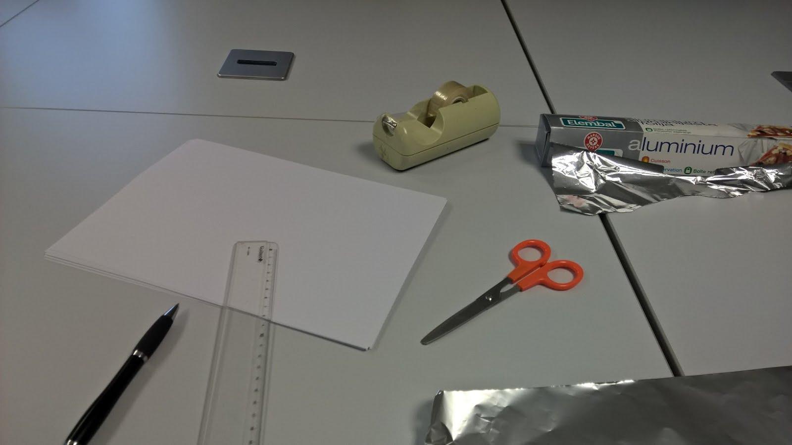 les mains fabrication de r flecteurs de lumi re pour des tubes n on horticoles. Black Bedroom Furniture Sets. Home Design Ideas