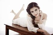 Kriti Karbandha glamorous photos-thumbnail-3