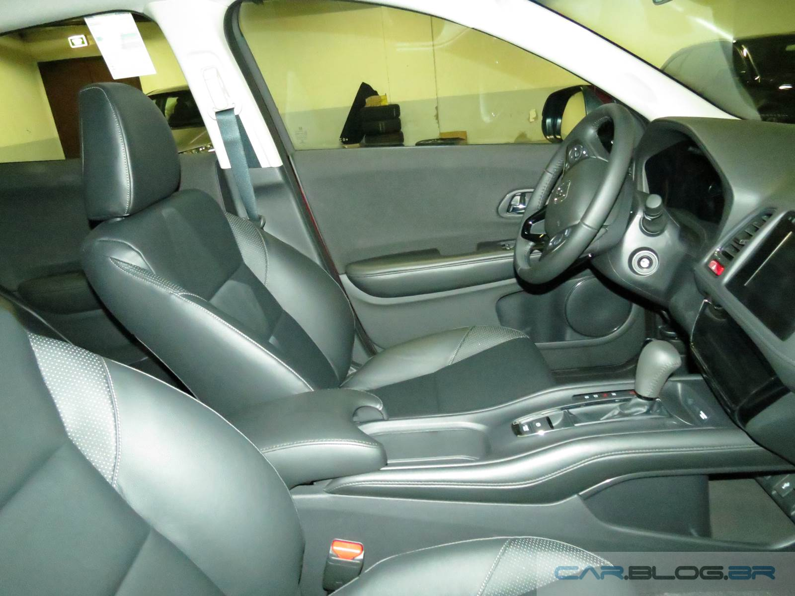 carro Honda HR-V - interior