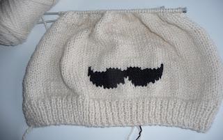 mustache czapka