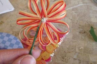 como hacer flores con cintas