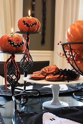 mesa decorativa con calabazas