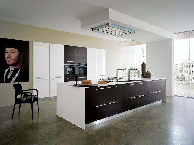 cuisine-design-blanche-bois-mur-d'armoires-cuisiniste-montpellier