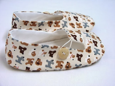 http://www.fairytalefrocksandlollipops.com/lenas-patterns-e-patterns/lenas-patterns-childrens-loafers-e-pattern/