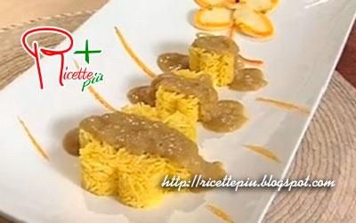 riso con salsa al curry cotto e mangiato