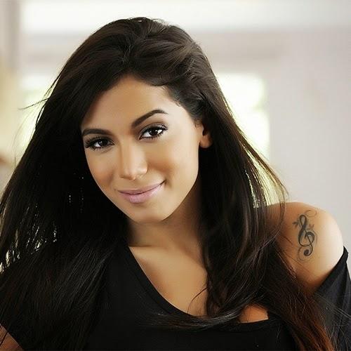 A dona do hit 'Show das Poderosas', lista para Contigo! Online quais são as canções que estão fazendo sua cabeça