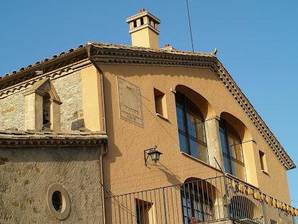 La façana de migdia de Can Perenoguera