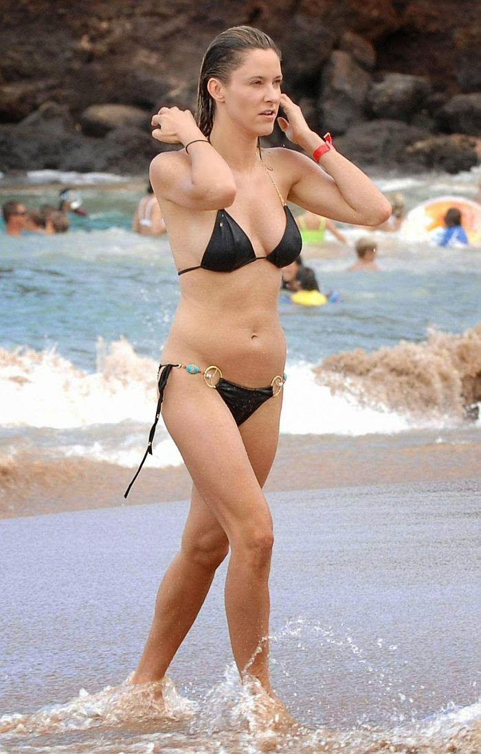 Jill Wagner turned heads on a packed Maui beach, Hawaii on Tuesday, August 26, 2014 by sporting a black bikini that highlighted her slender and toned anatomy.