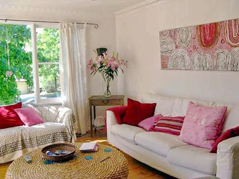 contoh desain interior berwarna pink