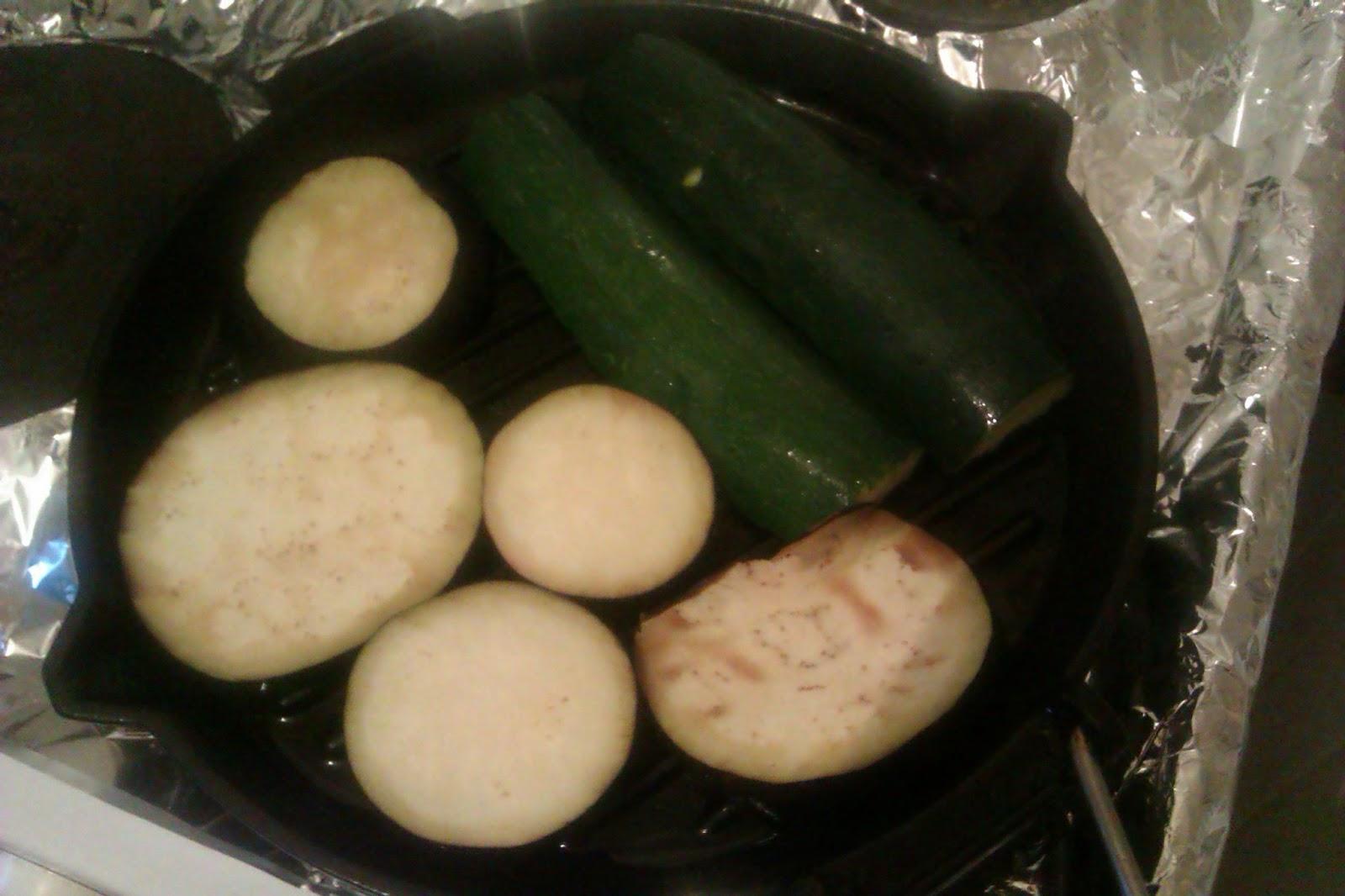 Courgette et aubergine sur un gril