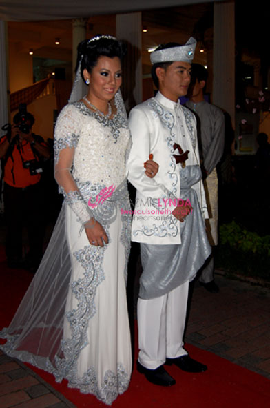 kebaya with complicated design
