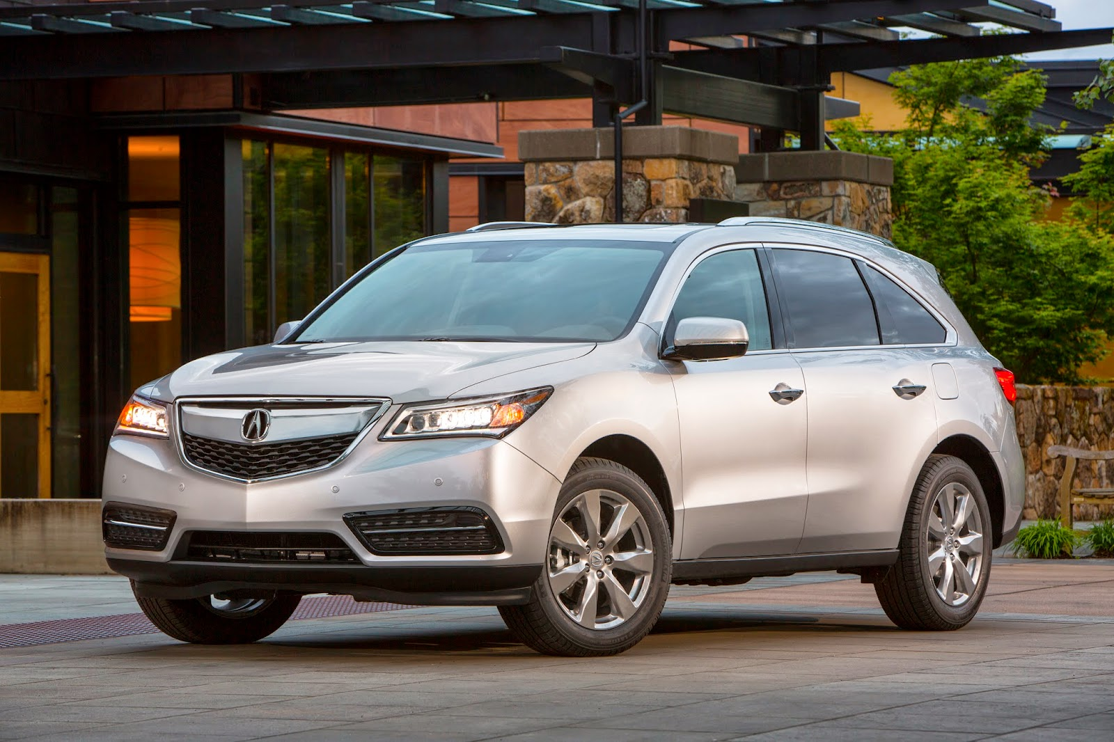Front 3/4 view of 2014 Acura MDX