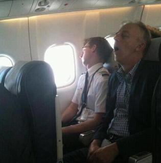 najsmešnije slike: spavanje u avion