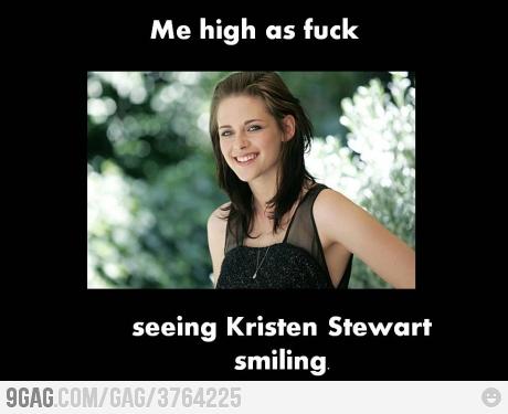 Kristen Stewart Smile on Kristen Stewart Smiling   Gagbox