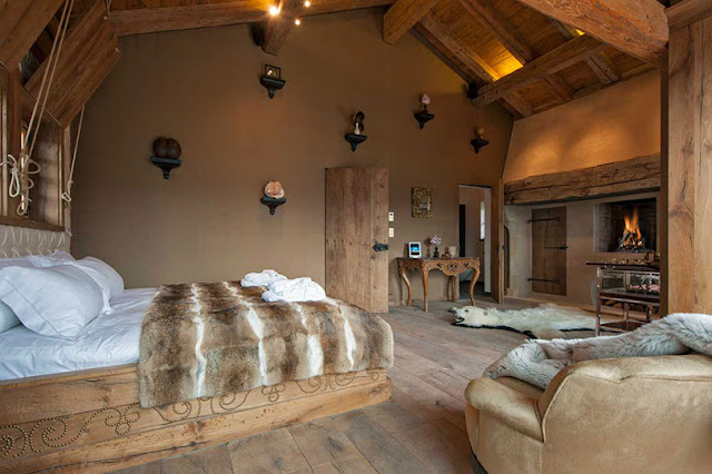 Picture of another luxury bedroom with wooden furniture