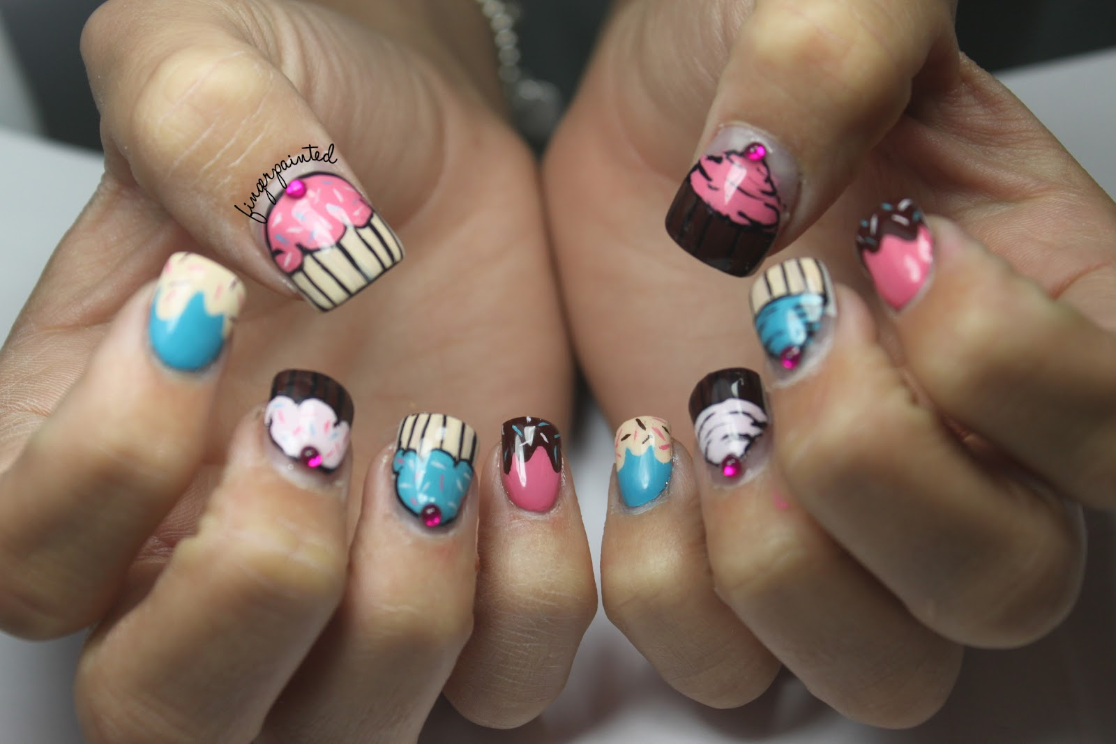 22 Wonderful Cupcake Nail Art Ledufa