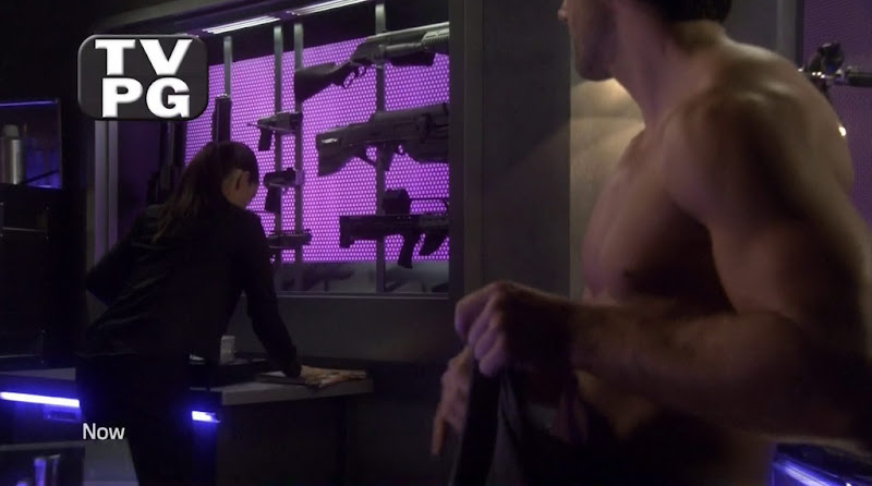 Niall Matter Shirtless in Eureka s4e17