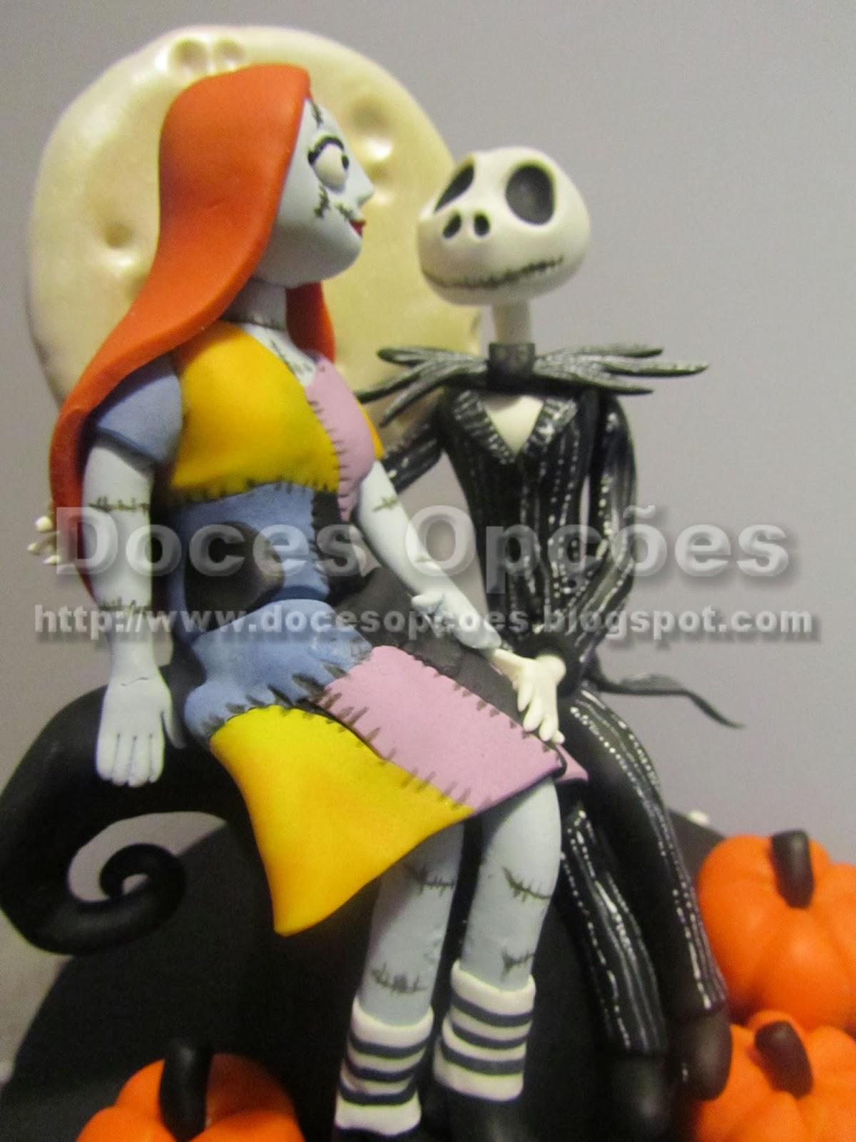 bolo boneca de trapos e esqueleto