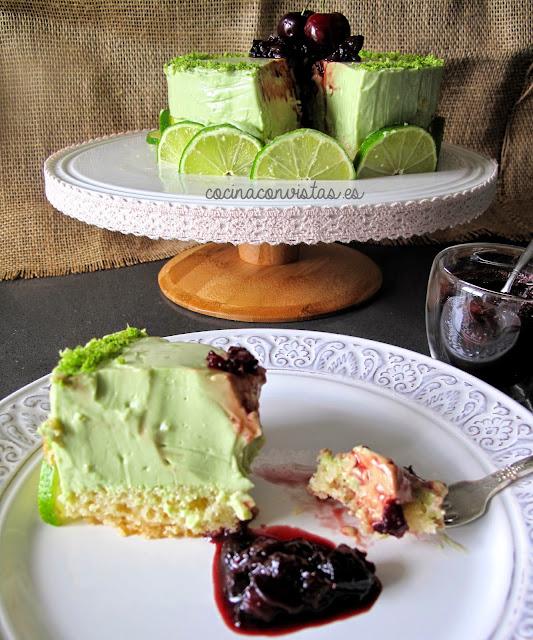 Tarta de Aguacate, lima y Queso con compota de Cerezas